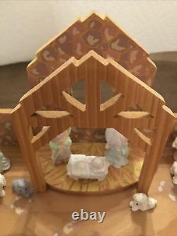 18 Piece VINTAGE PRECIOUS MOMENTS PEWTER NATIVITY SET ENESCO With Wood Stable