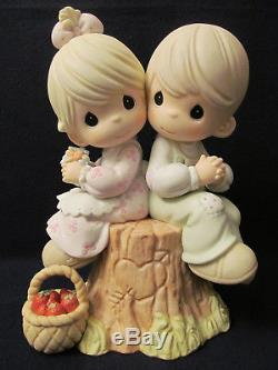 2001 Precious Moments 9 Figurine Love One Another Signed by Fujioka #822426