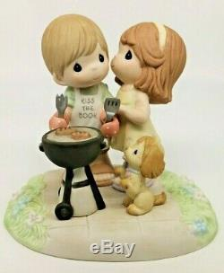 NIB Precious Moments OUR LOVE SIZZLES 122010 Love Couple Kiss The Cook / V RARE