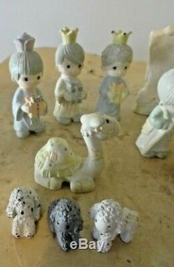 PRECIOUS MOMENTS 16 PIECE MINI PEWTER NATIVITY SET with WALL & TREE SET 1989 Butch
