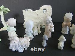 PRECIOUS MOMENTS NATIVITY SET! 9 pieces nativity & 6 accessory pieces