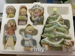 Precious Moment Figurine 634778 Wishing You An Old Fashioned Christmas Mint