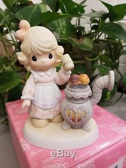 Precious Moment Warm Hands, Warm Heart, Warm Wishes 191353 Le Chapel Exclusive
