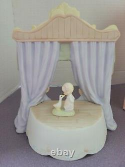 Precious Moments 118259 The World Is A Stage music box. Signed