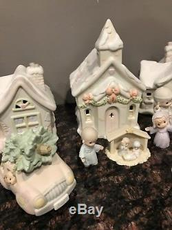 Precious Moments 1992 Sugar Town Christmas Village 36 pieces