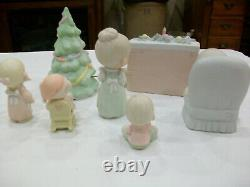 Precious Moments Complete Christmas Scene. 1985. 7 figurines, musical tree. Rare