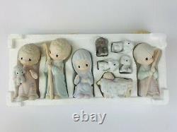 Precious Moments E2800 Come Let Us Adore Him 9 Pc Porcelain Nativity Set 1979