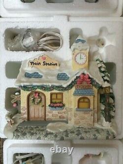 Precious Moments Hawthorne Christmas Village 28 Set Collection Lot