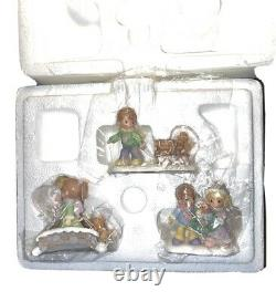 Precious Moments Hawthorne Village Accessory Bringing Holiday Cheer 91326 3 Pc