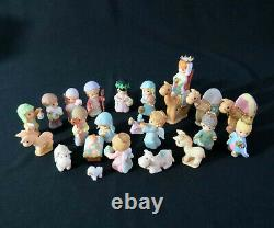 Precious Moments Hawthorne Village Resin NATIVITY SET with 21 Pieces 2007