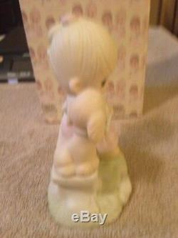 Precious Moments Loving Is Sharing Boy 1979 figurine Signed Jonathan & David H1