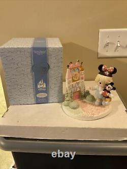 Precious Moments-VERY RARE-Disney Theme Park Exclusive-Magic Kingdom Castle