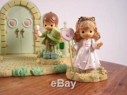Precious Moments Wizard Of Oz Emerald City Gates set of 4 figurines &1 platform