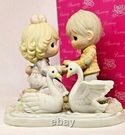 Precious Moments YOUR LOVE GIVES ME WINGS 610070 Couple Love / Limited Edition